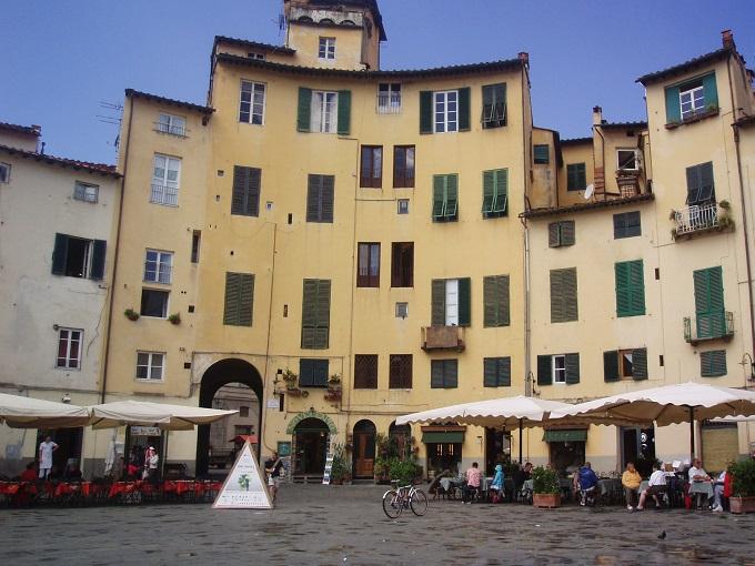 Piazza dell Anfiteatro, Lucca