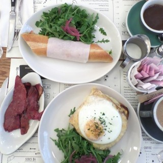 An Introduction to Brunch in NYC