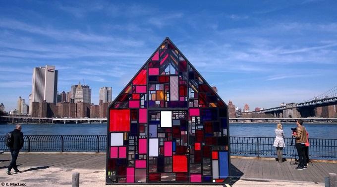 Glass House Brooklyn Bridge House