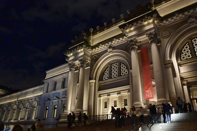 Met Museum at night