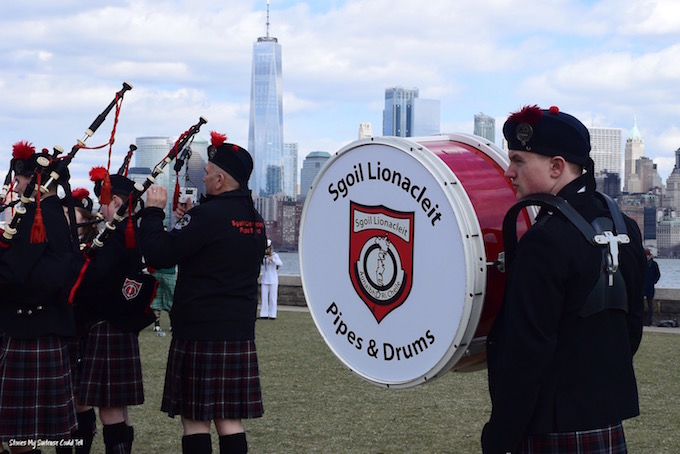 Pipes and drums NYC skyline
